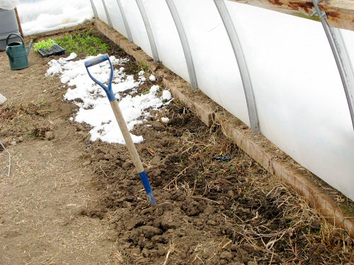 Preparing greenhouse beds