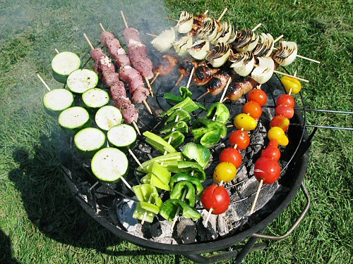 Barbecued meat and veg