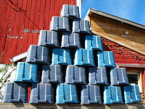Harvest bin pyramid